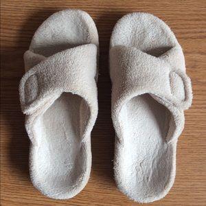 Vionic Relax Slippers-Tan